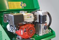 A hidraulika kompresszor meghajtására szolgáló léghűtéses benzinmotor (lehetséges elektromos motorral is)
