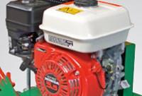 A vágófej meghajtásáról egy erőteljes 1 hengeres 4 ütemű benzinmotor gondoskodik