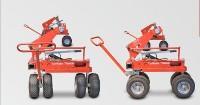 A kocsik állíthatóak a műfű-tekercsek könnyű kigurítása érdekében